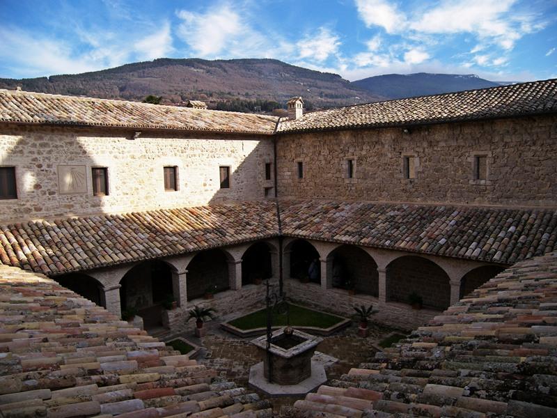 Eremo_delle_Carceri_Assisi_chiostro_IF